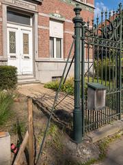 Boechout (Pascal Heymans) Tags: 2530 fotokunst antwerp antwerpen belgium belgië contemporarylandscape flanders hek photo photography serie sociallandscape urban urbanlandscape vlaanderen boechout be iphone8