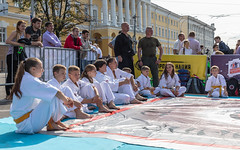 Knowledge Day in Nizhny Novgorod. (Oleg.A) Tags: volga autumn colorful russia street city square style outdoor 1september midday town nizhnynovgorod knowledgeday noon outdoors nizhnynovgorodoblast ru