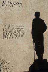 A l'ombre de Hautecloque (Tonton Gilles) Tags: ombre général leclerc philippe de hautecloque statue monument libération dalençon alençon normandie rue du pont neuf photo