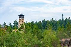 _DSC1500.jpg (Kaminscy) Tags: roztocze zamojszczyzna stonepit forest flag cloudy tower europe jozefow poland józefów lubelskie pl