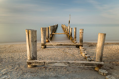 Alte Buhne im Licht - derelict groyne in the light (He Ro.) Tags: 2018 fischlanddarsszingst groyne derelictgroyne water seascape painterly evening sunset germany de deutschland ostsee balticsea beach strand zingst holz buhne dars darss halbinsel peninsula meer abend herbst autumn light pier wood mecklenburgvorpommern