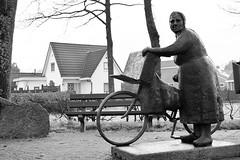 Drenthe (The Netherlands) - Gasselte - Statue Wemeltje Kruit - 1 (Björn_Roose) Tags: bjornroose björnroose drenthe nederland netherlands niederlände paysbas gasselte statue beeldhouwwerk