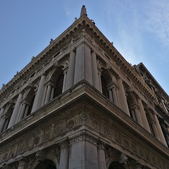 Symetrie - Markusplatz Venedig (theRealNzelot) Tags: venice venedig markusplatz symetrie symmetry building architecture sky