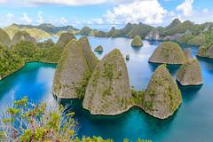 Wayag (Andrés Guerrero) Tags: 2018 indonesia islawayag islands islas landscape mar paisaje papua papuabarat papuaoccidental rajaampat sea travel viaje wayag wayagisla westpapua islotes bahía bay