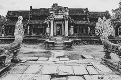 180726-070 L'entrée de la bibliothèque (clamato39) Tags: angkor angkorwat cambodge cambodia asia asie voyage trip ancient ancestrale old oldbuilding temple religieux religion historique historic history patrimoine noiretblanc blackandwhite bw monochrome