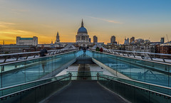 millennium view (II) (Blende1.8) Tags: millenniumbridge stpaulscathedral london city bridge brücke abend evening golden horur goldenhour symmetry greatbritain grosbritannien england stpauls cathedral kirche dome kuppel river themse riverthames thames cityscape stadtlandschaft sunset sundown nikon d610 kathedrale skyline color colour colours colors colorful colourful