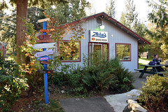 Zeke's 078 (Donna's View) Tags: nikon d3300 zekesdrivein zekesville zekesvillewa drivein food milkshakes handmademilkshakes diningroom sign signpost