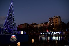 IMGP0047 Christmas decorations (Claudio e Lucia Images around the world) Tags: darsena portaticinese milano navigli navigliogrande christmas christmastree water reflections pentax pentaxkp pentaxlens pentax1850 pentaxart sunset