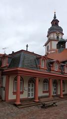 Im Hintergrund die Stadtkirche von Erbach im Odenwald (fotoculus) Tags: deutschlandalemaniagermanyduitslandalemanhagermaniaallemagnetyskland hessen odenwald erbach schloss schlossgarten