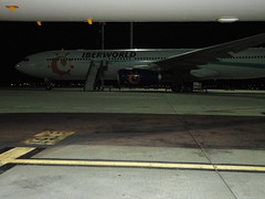 Night Stop.- (loadmaster_b707) Tags: a320214 a330300 iberworld lemd madridbarajas