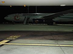 Night Stop.- (loadmaster_b707) Tags: a320214 a330300 iberworld lemd madridbarajas