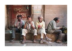 La soupe populaire à Jodhpur-2438_25A2438 (helenea-78) Tags: inde jodhpur photoderue streetphotography mendiants beggar beggars street streetportrait streetphotographie soupepopulaire