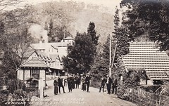 Tourists outside the post office at the Jenolan Caves, N.S.W. - circa 1920s (Aussie~mobs) Tags: vintage australia postoffice newsouthwales tourists jenolancaves bluemountains caveshouse 1920s aussiemobs