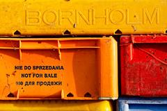 Not for sale - Fischkisten im Hafen von Barhöft (alterahorn) Tags: dxo teleobjektiv zeissmilvus135mm zeissmilvus carlzeiss canoneos40d canoneos canon balticsea ostsee fischkisten fischerei hafen nationalparkvorpommerscheboddenlandschaft mecklenburgvorpommern barhöft sonnarapo1352ze sonnar1352ze