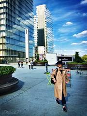 Fille au chapeau (stephane_p) Tags: pentax darktable streetphotography street color paris candid people city photoderue grandebibliothèque life