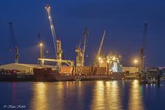 Süd-West Terminal - 06101801 (Klaus Kehrls) Tags: schiffe kräne spiegelung nachtaufnahmen