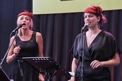 JMF_1551 (Giemef) Tags: journées doctobre chanteuse groupe de jeunes femmes