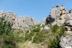 Calcena - Barranco de La Ojosa. (Eduardo OrtÍn) Tags: cielo árbol roca peña monte escalada zaragoza aragón calcena