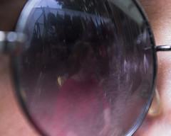 Reflejo (robertosanchezsantos) Tags: madrid españa spain europa europe viaje travel arte art abstracto abstract ciudad city noche night urbano urban arquitectura architecture fuga gente people personas retrato portrait reflejo reflection elrastro