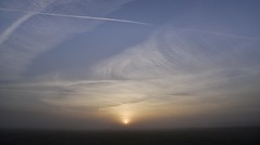 Sonnenaufgang auf Külken; Bergenhusen, Stapelholm (2a) (Chironius) Tags: stapelholm bergenhusen schleswigholstein deutschland germany allemagne alemania germania германия niemcy morgendämmerung sonnenaufgang morgengrauen утро morgen morning dawn sunrise matin aube mattina alba ochtend dageraad zonsopgang рассвет восходсолнца amanecer morgens dämmerung nebel fog brouillard niebla himmel sky ciel cielo hemel небо gökyüzü gegenlicht wolken clouds wolke nube nuvole nuage облака