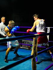 37928 - Dodge (Diego Rosato) Tags: boxe boxing pugilato boxelatina ring match incontro rawtherapee nikon d700 2470mm tamron pugno punch arbitro referee face off dodge schivata
