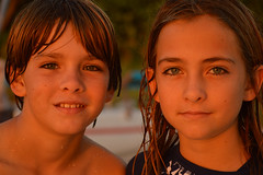 It's a twin thing (radargeek) Tags: naples fl florida october 2018 beach twins family kids children child kid eyelashes