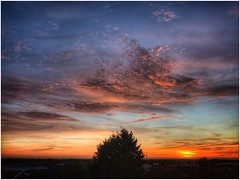 Golden (andystones64) Tags: sunlit sunlight sun sunset clouds cloud sky skywatching weather weatherwatch horizon colour colourful nature naturephotography scenic view image imageof imagecapture scunthorpe lincolnshire northlincolnshire northlincs nlincs