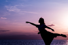 sea breeze (N.sino) Tags: m9 summicron90mm enoshima girl silhouette ballet chigogafuchi 江ノ島 シルエット 影 バレエ ポーズ インスタ カメラ女子 一眼レフ 稚児ヶ淵