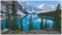 Too blue to be true (Moraine Lake, Canada) (armxesde) Tags: pentax ricoh k3 canada kanada banff banffnationalpark rockymountains alberta mountain berg lake see wasser water spiegelung reflection schnee snow lakemoraine morainelake moränensee blue blau turquoise türkis np