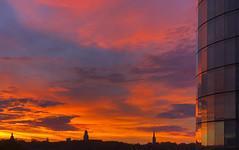 morning glow (Blende1.8) Tags: essen nrw ruhrgebiet ruhrpott sunrise sonnenaufgang early earlymorning morgenrot sun sonnen light licht skyscraper reflection reflections glas glass fassade horizont horizon