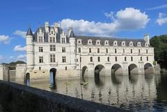 Château de Chenonceaux. The castle of the Ladies. (Traveling with Simone) Tags: cher chenonceaux building castle river water rivière château eau reflection reflets canoes