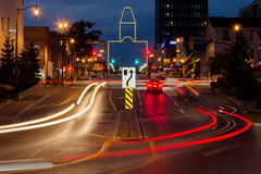 Up Mulcaster Street (JeffStewartPhotos) Tags: barriephotoclub bpc photoclub barrie ontario canada mulcaster mulcasterstreet simcoe simcoestreet curve night nighttime headlights taillights lighttrails longexposure blur motion movement walk nightwalk 2018 10oct2018 memorialarch jsp2018101055 jsp5537