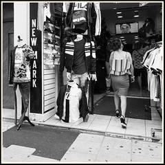 Urban Incongruity / Incongruité Urbaine #5 (Napafloma-Photographe) Tags: 2018 architecturebatimentsmonuments bandw bw bâtiments chartres eureetloir fr france géographie métiersetpersonnages personnes techniquephoto blackandwhite boutique couvert marché monochrome napaflomaphotographe noiretblanc noiretblancfrance photoderue photographe province streetphoto streetphotography ville