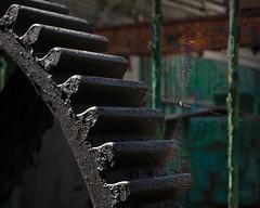 Bahnausbesserungswerk (3) (david_drei) Tags: spinne lostplace decay abandoned zahnrad pixelshift urbex rad räder