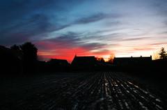 Labouré (Atreides59) Tags: nord france ciel sky nuages clouds rouge red bleu blue jaune yellow sun sunset coucher soleil coucherdesoleil arbres trees arbre tree pentax k30 k 30 pentaxart atreides atreides59 cedriclafrance