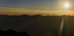 Sun rays across the Inyos (speedcenter2001) Tags: sierranevada sierra sierraphile highsierra sequoianationalpark sequoia nationalpark california wilderness johnmuirtrail jmt mountains altitude elevation hiking backpacking backcountry outdoor mountwhitney summit peak 14505 sunrise morning d810