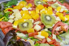 Gemischter Salat mit Früchten und Gemüse - Kiwi, Orangen, Apfel, Tomaten, Paprika (verchmarco) Tags: food lebensmittel salad salat healthy gesund lunch mittagessen meal mahlzeit diet diät vegetable gemüse dinner abendessen nutrition ernährung appetizer vorspeise delicious köstlich cheese käse tomato tomate lettuce grünersalat closeup nahansicht epicure feinschmecker tasty lecker plate teller refreshment erfrischung cuisine kochen golden bfood pier españa bench ontario aircraft tamron nikkor spain