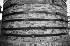 kiln (louys:) Tags: sony voigtlander sonyalpha7 sonyilce7 voigtlandercolorskopar21mmf4 kiln bricks stone pattern building architecture manualfocus wideangle primelens mono blackandwhite
