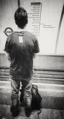 Do you think he knows? (Janine en Ron) Tags: londonunderground