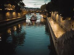 Bords de Seine (nicolas.vogt) Tags: paris voiglander 35mm 17 ultron sony a7ii alpha ilce7m2