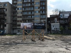 Empty lot of destroyed building - Park ave. (Vanishing Montréal) Tags: history villedemontreal montreal histoire photography art architecture demolition disappearinghistory newconstruction