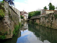 Crécy-la-Chapelle, walk along the river (Sokleine) Tags: water eau river rivière grandmorin crécylachapelle 77 seineetmarne iledefrance france heritage