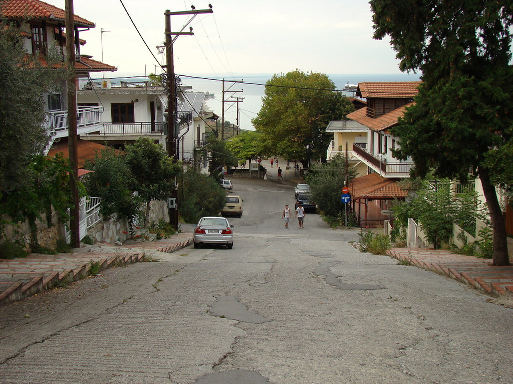 фото: Улица в Neos Panteleimonos