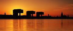Köln Skyline Silhouette (FH | Photography) Tags: köln rhein silhouette kranhäuser dom skyline sonnenuntergang horizont schatten panorama stadt nrw nordrheinwestfalen sunset sun sonne türme architektur gebäude rheinauenhafen