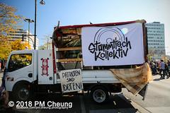 Demonstration: #unteilbar - Für eine offene und freie Gesellschaft – Solidarität statt Ausgrenzung! – 13.10.2018 – Berlin - IMG_8545 (PM Cheung) Tags: grosdemonstration seebrücke rassismus demo demonstration unteilbar berlin kundgebung rechtspopulismus polizei afd neonazis antifa dagegenhaltenblock berlinmitte rechtsruck unteilbarfüreineoffeneundfreiegesellschaft–solidaritätstattausgrenzung 13102018 pmcheung solidaritätsdemonstration amnestyinternational initiativeseebrücke seebrückeschafftsicherehäfen horstseehofer frontex chemnitz prochemnitz nazis alternativefürdeutschland csu mittelmeer missionlifeline refugees flüchtlingspolitik 2018 ypg kurden pomengcheung wwwpmcheungcom antirassistischedemonstration siegessäule protest protestaktion antifaschisten alexanderplatz facebookcompmcheungphotography flüchtlingsproteste flüchtlinge mengcheungpo lifeline refugeeswelcome b1310 antirademo asylgesetzverschärfung seenotrettung flüchtlingshilfe flüchtlingslager libyen koalitionsstreit grenzschutzagenturfrontex aufnahmelager euausengrenzen seawatch rettungsschiff flüchtlingsinitiativen seenotrettern seenothilfe deutschlandlagerland sosméditerranée