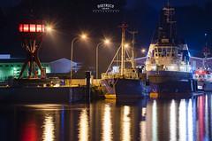 Farben in der Nacht (Dietrich Bojko Photographie) Tags: harbor hafen sassnitz nacht light colorful reflections ships bluehour nightscape germany ruegen