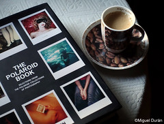 Domingo... (mike828 - Miguel Duran) Tags: taza cafe coffee cup libro book sony rx100 mk4 m4 iv tabletop