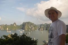 Self-portrait at Ha Long Bay (Nicolay Abril) Tags: vietnam việtnam viêtnam vietnã вьетнам 越南 베트남 ベトナム เวียดนาม វៀតណាម asia asien asie l'asie 아시아 เอเชีย អាស៊ី 亚洲 亞洲 アジア châuá sudesteasiático đôngnamá southeastasia asiatenggara asiedusudest sudestasiatique 东南亚 hạlongbay vịnhhạlong bahíadehalong baiedalong baiedhạlong hạlong 下龍灣 scenery landscape mountains sea phongcảnh cảnhquan núi biển paisaje montañas mar paysage montagne mer people mensen menschen leute gente gens 人 사람들 người autorretrato autoretrato selfportrait selbstporträt autoportrait tựchụpchândung titovisland titov titopisland titop hòntitốp titốp