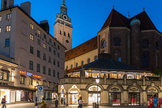München bei Nacht - St. Peter/Viktualienmarkt
