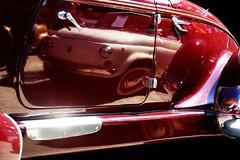 La Belle et la Bête... (Sabine-Barras) Tags: réunion cars voitures reflet reflection auburn fiat reportage automobiles automotive véhicules vehicle retromobile rouge red